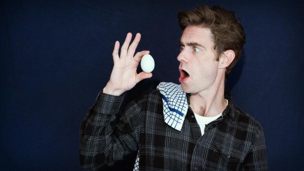 Matt zaubert dir ein eigenes Hühnchen – und das zaubert ein Ei! | Rechte: KiKA