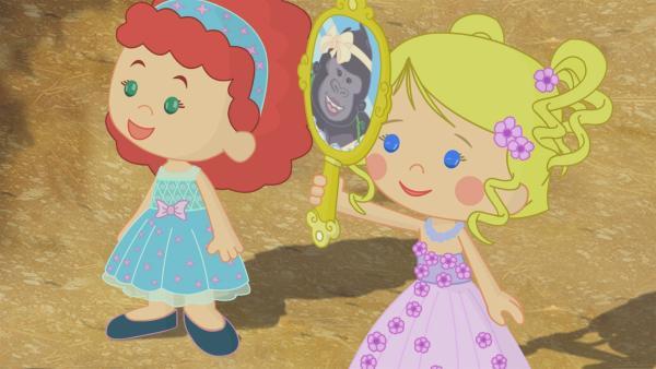 Tanja und Zoé helfen Miranda beim Ankleiden. | Rechte: KiKA/Mike Young Productions