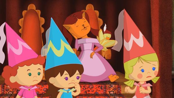 Zoé, Lili und Tanja überlegen, wie sie die schlafende Prinzessin wecken können. | Rechte: KiKA/Mike Young Productions