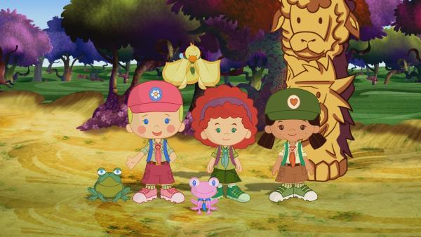 Zoé, Yasmin und Tanja sind als Pfadfinder unterwegs und singen gemeinsam mit den anderen Tieren des Waldes. | Rechte: KiKA/Mike Young Productions