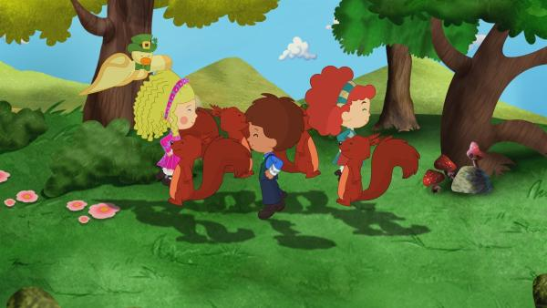 Zoé, Tanja und Finn lernen in Irland einen Leprechaun kennen. Er kann sein Gold nicht mehr finden, weil die Sonne ihm solange keinen Regenbogen schenken will, bis er tanzt. | Rechte: KiKA/Mike Young Productions