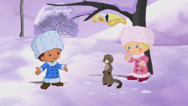 Zoé und Finn treffen in Russland einen Zobel, der es furchtbar schwer findet, auf das Einschalten des Nordlichts zu warten. | Rechte: KiKA/Mike Young Productions