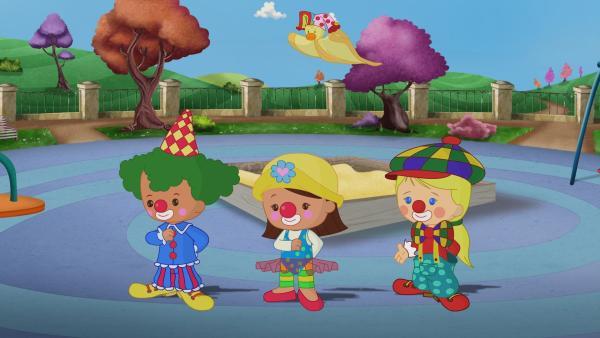 Zoé, Carla und Finn sind heute Clowns.   Rechte: KiKA/Mike Young Productions