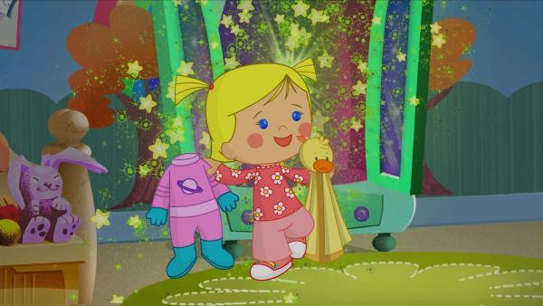 Zoé holt den rosa Astronautenanzug aus dem Zauberschrank. | Rechte: KiKA/Mike Young Productions