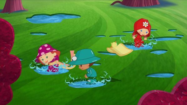 Tanja, Finn und Zoé lieben es, in Pfützen zu hüpfen. | Rechte: KiKA/Mike Young Productions