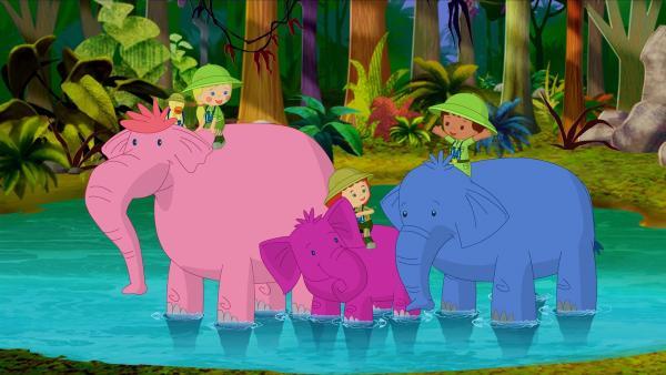 Während ihres Dschungelabenteuers reiten Zoé, Finn, Tanja und sogar QuackQuack auf Elefanten. | Rechte: KiKA/Mike Young Productions