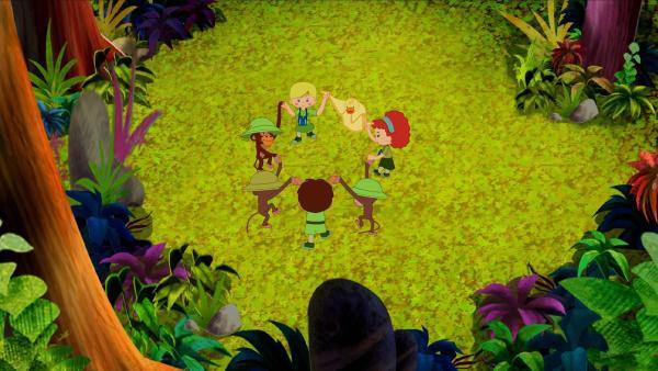 Am Ende tanzen die Kinder gemeinsam mit ihren neuen Freunden, den Affen. | Rechte: KiKA/Mike Young Productions