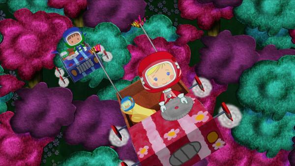 Mit ihren Rennwagen können Zoé und Finn sogar fliegen. | Rechte: KiKA/Mike Young Productions