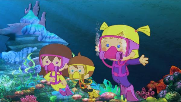Lili, Max und Zoé entdecken phantastische Dinge unter Wasser. | Rechte: KiKA/Mike Young Productions