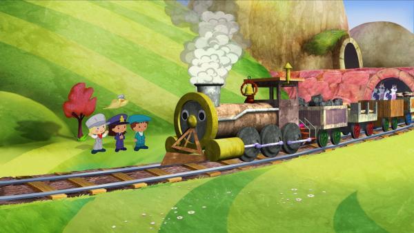 Zoé, Yasemin, Finn und QuackQuack entdecken einen Zug mit ziemlich rostiger und rußiger Lokomotive.   Rechte: KiKA/Mike Young Productions