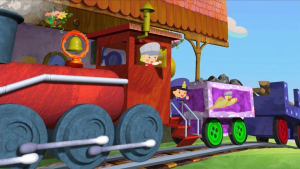 Zoé, Yasemin und QuackQuack haben es geschafft, mit dem Zug einen steilen Berg nach oben zu fahren.   Rechte: KiKA/Mike Young Productions