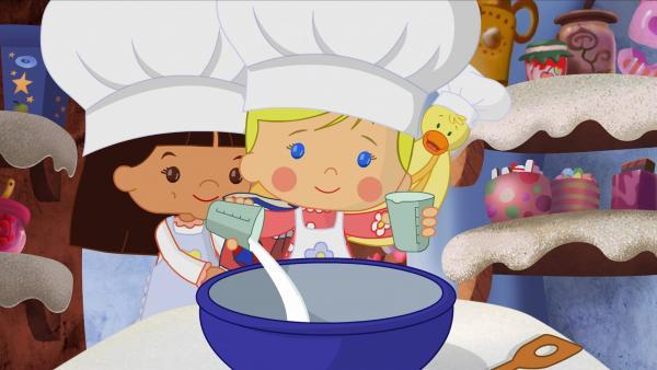 Zoé misst Zucker und Mehl ab und schüttet die Zutaten in eine große Schüssel. | Rechte: KiKA/Mike Young Productions