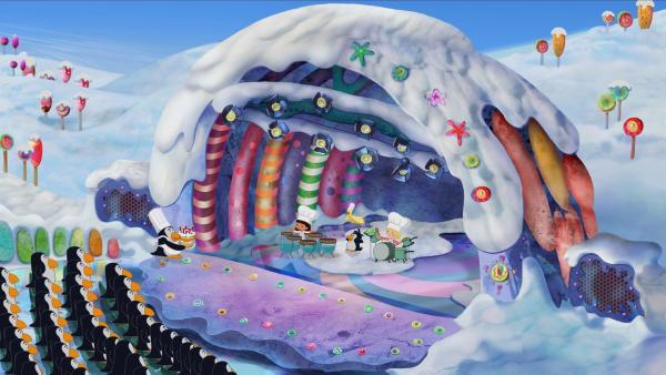 Yasemin, QuackQuack, Pinguin Junior und Zoé machen gemeinsam Musik. Und schon ist der Geburtstagkuchen fertig gebacken. | Rechte: KiKA/Mike Young Productions