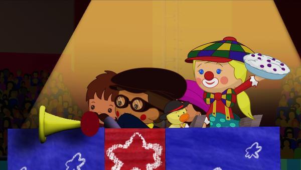 Clown Zoé bringt gemeinsam mit ihren Freunden das Zirkuspublikum zum Lachen. | Rechte: KiKA/Mike Young Productions