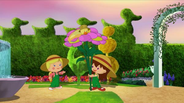 Zoé, QuackQuack und Lili mit riesengroßen Blumen. | Rechte: KiKA/Mike Young Productions