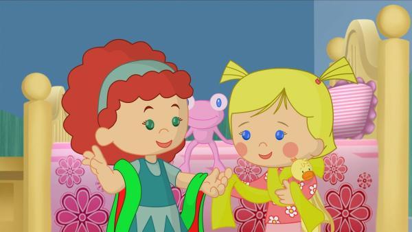 Tanja und Zoé mit vielen bunten Bändern. | Rechte: KiKA/Mike Young Productions
