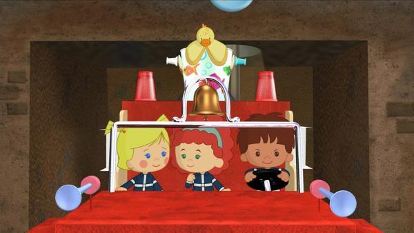 Zoé, Tanja, Finn und QuackQuack als Feuerwehrmänner kurz vor ihrem ersten Einsatz.   Rechte: KiKA/Mike Young Productions