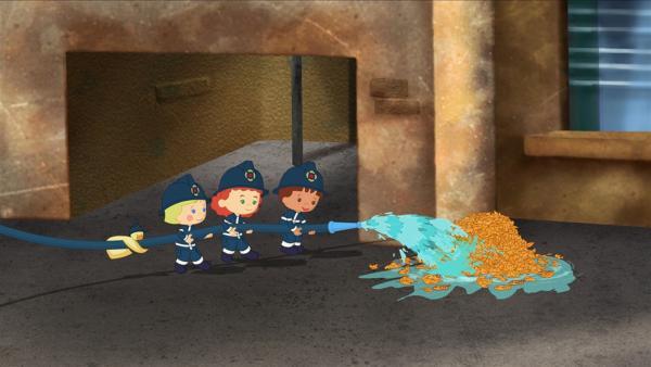 QuackQuack, Zoé, Tanja und Finn löschen gemeinsam einen Brand.   Rechte: KiKA/Mike Young Productions