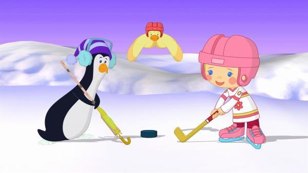 Zoé spielt mit einem Pinguin Eishockey. Der Puck liegt bereit. | Rechte: KiKA/Mike Young Productions