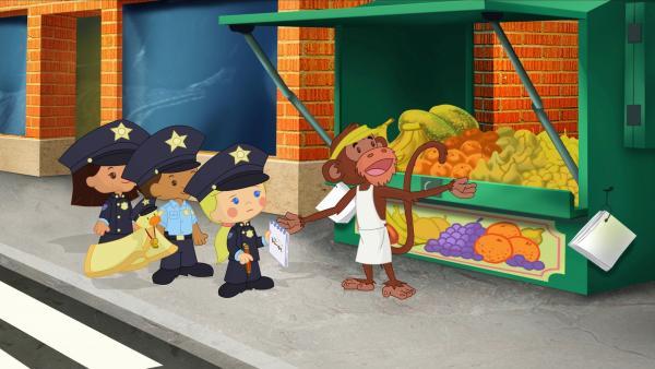 Zoé und ihre Freunde helfen als Polizisten dem aufgeregten Obsthändler, dem die Bananen gestohlen wurden. | Rechte: KiKA/Mike Young Productions