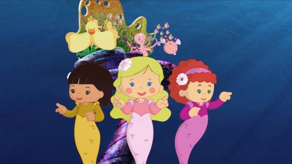Zoé (Mi.) dirigiert mit ihren Freundinnen Yasemin und Tanja die Unterwassermusik der Meeresbewohner.   Rechte: KiKA/Mike Young Productions