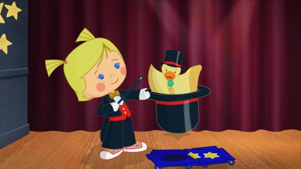 Zauberkünstlerin Zoé zaubert in ihrer unglaublichen Zaubershow. | Rechte: KiKA/Mike Young Productions