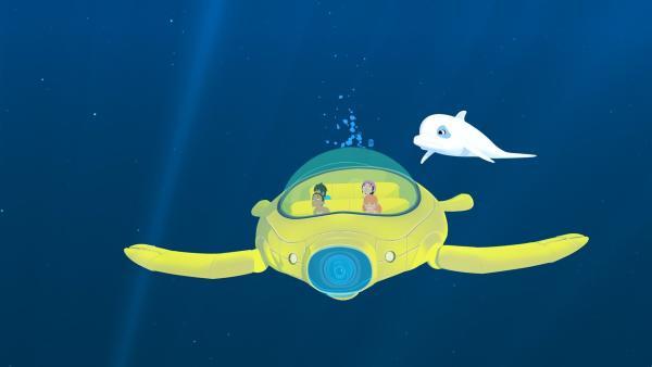 Marina (v.r.) hat heimlich das U-Boot von Onkel Patrick genommen, um mit ihren Freunden Onaku (v.l.), Kai (h.l.) und Tevati (h.r.) einen Ausflug unter Wasser zu machen. Leider kennt sie sich mit der Technik des U-Boots überhaupt nicht aus. Zoom versucht sie zur Umkehr zu bewegen.   Rechte: ZDF/Media Valley/Marzipan Films