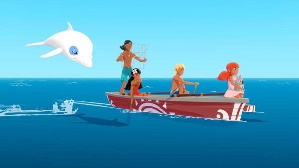 Yann und seine Freunde fahren im Kanu übers Meer. Zoom springt nebenher. | Rechte: (c) Media Valley/Marzipan Films - 2020